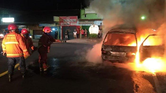 Kebakaran Hebat Hanguskan Mobil di Jalan Bandulan Malang, Tak Ada Korban Jiwa, Kerugian Puluhan Juta