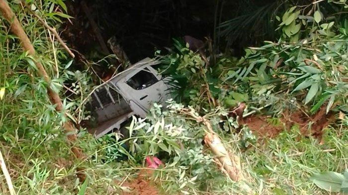 Kecelakaan Maut di Dusun Krajan Pacitan, Mitsubishi Strada Terperosok ke Sungai, 3 Orang Meninggal