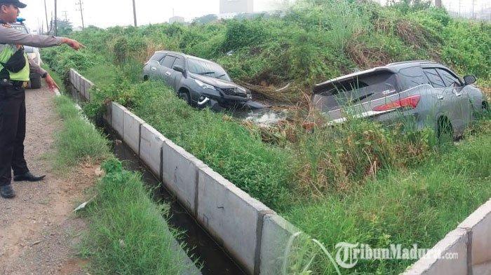 Mobil Toyota Fortuner Ngebut, Malah Nyemplung di Tambak, Pengemudi Banting Setir dan Sempat Oleng