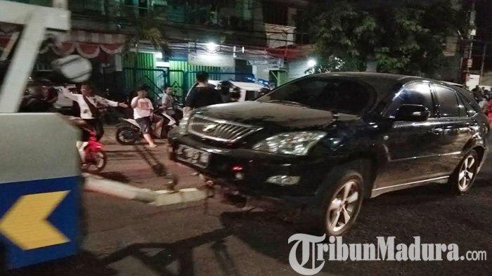 Toyota Harrier Hantam Honda Verza di Margorejo Surabaya, Warga Tuban Jadi Korban Motornya Tergencet