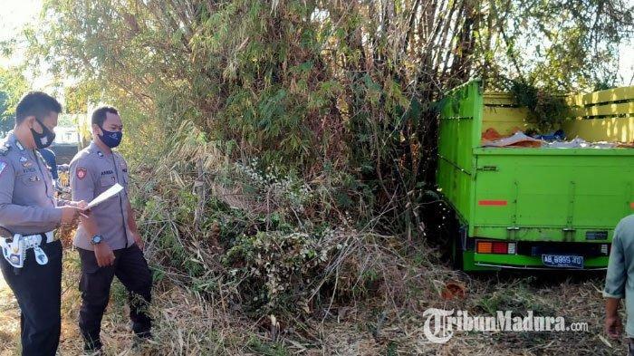 Truk Barang Asal Lumajang Hantam Pohon Bambudi Jalan Raya Ambat Pamekasan, Sopir Mengantuk