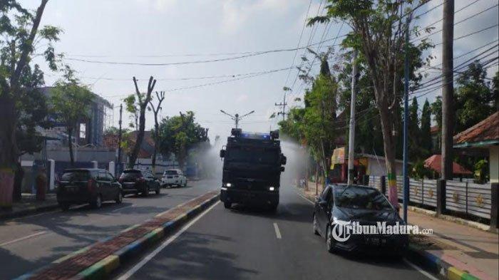Sejumlah Jalan Protokol Pamekasan Dihujani Disinfektan, Cegah Penyebaran Covid di Kota Gerbang Salam
