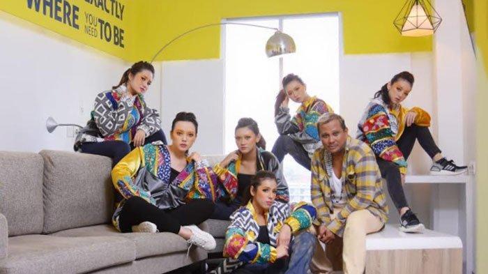 PerpaduanBatik Pamekasan dan Konsep Neo Hip Hop, Embran Nawawi Kenalkan Karya Jaket Terbarunya