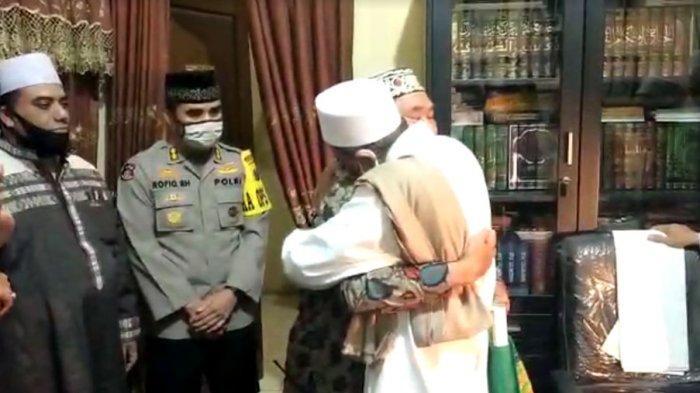 Buntut Perseteruan Habib Umar Abdullah Assegaf dengan Petugas Satpol PP, Asmadi Diajak Umrah Gratis