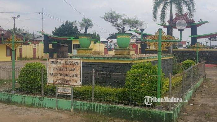 Monumen Patung Sapi Kerap di Sumenep Madura Tiba-Tiba Hilang, Diganti Dua Pot Cemara Raksasa