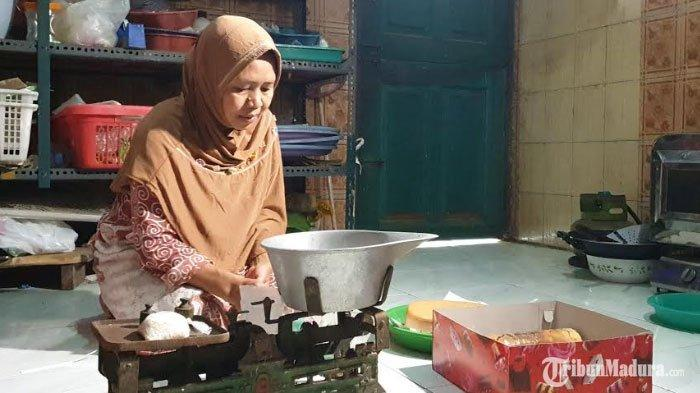 Kisah Penjual Kue di Mojokerto Gagal Pergi Ibadah Haji 2020, Telan Kecewa setelah 10 Tahun Menunggu