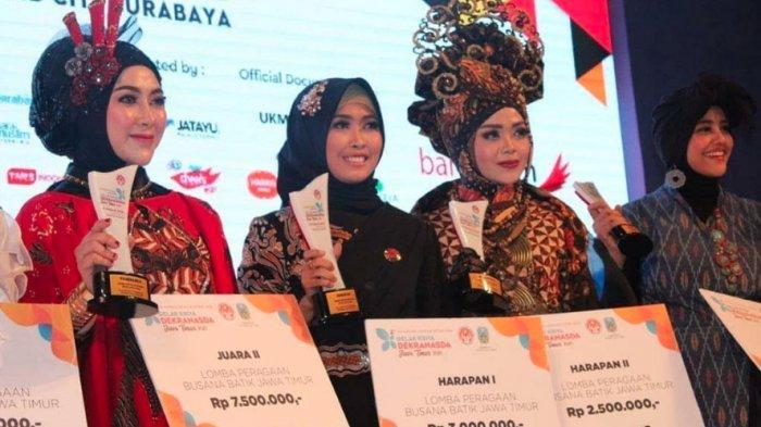 Fashion Show Batik Jatim, Istri Bupati Nayla Baddrut Tamam Peragakan Batik Tong Centong Refugia