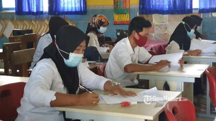 Sudah Punya 5 Cucu, Nenek Sutarwiyah Antusias Ikut Ujian Kejar Paket C di Mojokerto, Sempat Grogi