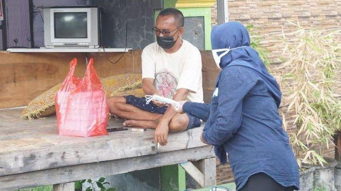 Seorang Warga Isoman di Pos Kamling, Tindakan Satgas Covid-19 Kecamatan Pandaan Menuai Kritik