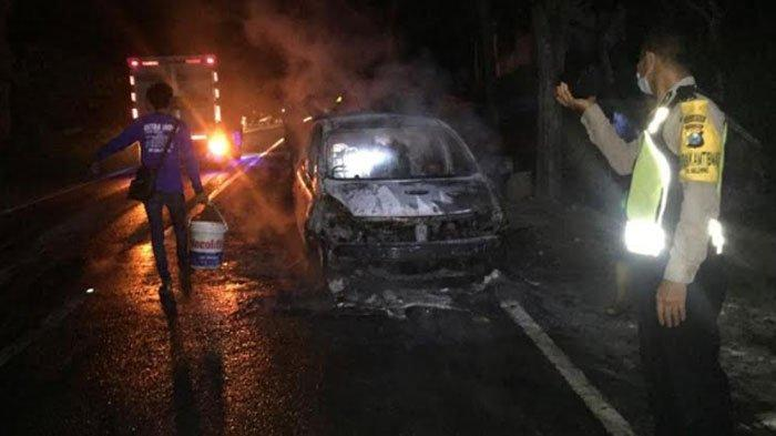 Hendak Menuju Sidoarjo, Mobil Nissan Grand Livina Terbakar di Ponorogo, Begini Kronologinya