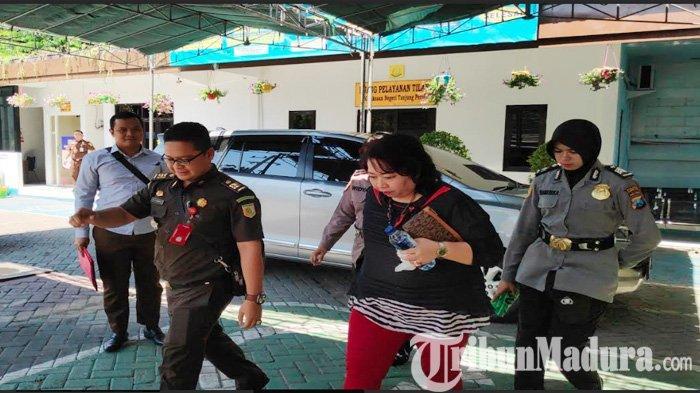 Notaris Cewek ini Dijebloskan Kejari Tanjung Perak Surabaya ke Rutan Medaeng