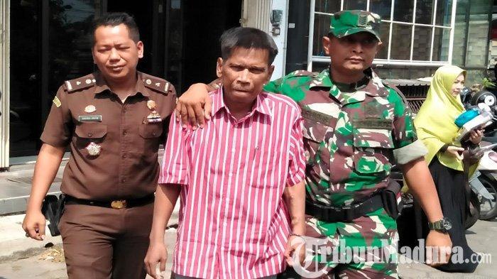 BREAKINGNEWS - Dikawal Tentara, Kejari Bangkalan Tangkap Notaris Terkenal Irwan Yudhianto