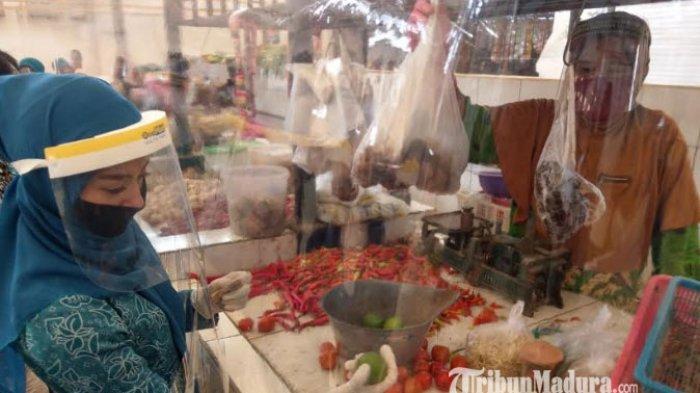 Pasar Bendo Pelan-Pelan Terapkan New Normal, Istri Bupati Trenggalek: Tidak Perlu Takut Berbelanja