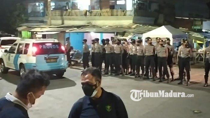 Cerita Warga Jalan Kunti yang Kaget saat Didatangi Ratusan Polisi Bersenjata Lengkap Dini Hari