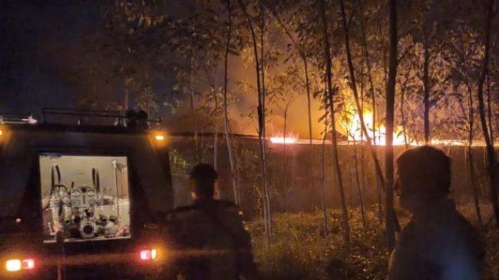 Kebakaran Terjadi di Pabrik Penyulingan Bahan Minyak Wangi Kediri, Diawali Ledakan Api Lalu Merembet