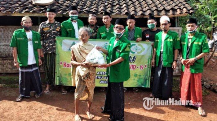 PAC GP Ansor Talango Sumenep Bagikan 36 Paket Sembako untuk Kaum Dhuafa di Tengah Pandemi Covid-19
