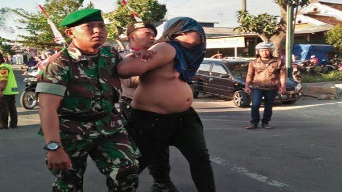 VIRAL - Pakai Suzuki Satria Brong, Dua Pemuda Tulungagung Terobos Barisan Upacara HUT Kemerdekaan RI