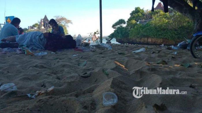 10 Hari Dibuka, Wisatawan Soroti Sampah Plastik Berserakan di Pantai Balekambang Kabupaten Malang