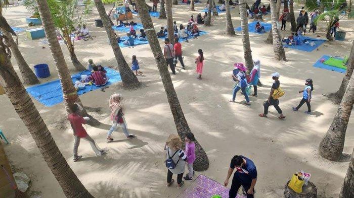 Pantai Kelapa Tuban Kembali Buka untuk Umum, Banyak Pengunjung Datang pada Hari Pertama Dibuka