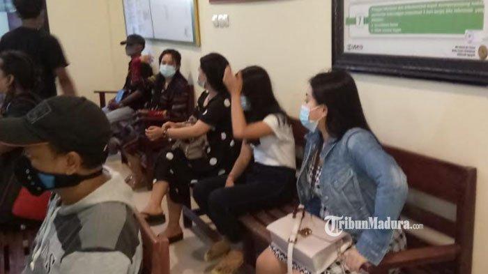 Tampil di Panggung Orkes Dangdut, Para Biduan Wanita Sampang Ini Kena Sanksi Denda Rp 1 Juta
