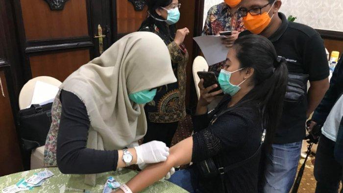Gubernur Khofifah Fasilitasi Rapid Test Corona Covid-19 dan Vaksin Influenza bagi Wartawan di Jatim