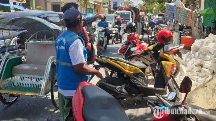 Pemkab Sampang Resmikan 60 TitikParkir Berlangganan, Tiap Area Dijaga 8 Jam Sehari Seorang Jukir
