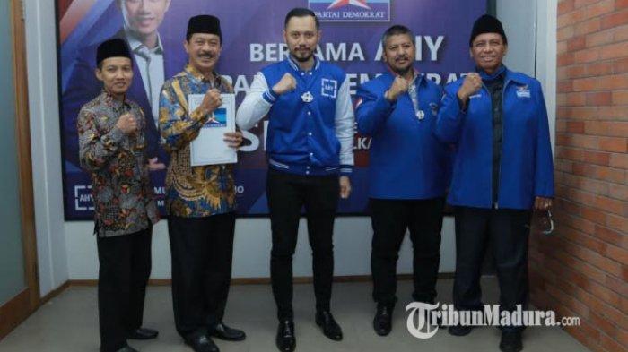 AHY Serahkan Langsung Rekomendasi Demokrat ke Fattah Jasin - Muhammad Ali Fikri di Pilkada Sumenep