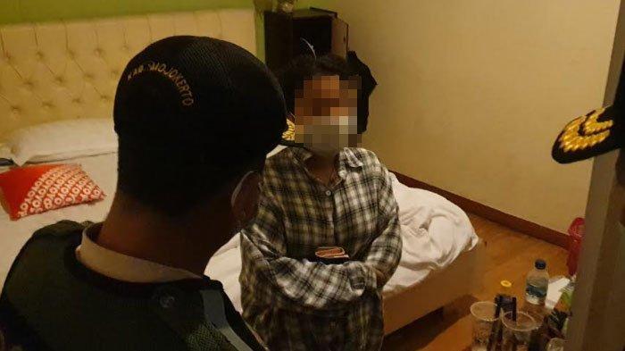 'Sebentar Masih Pakai Baju' Pemuda Baru Lulus SMK Panik Digerebek saat Ngamar Bareng Cewek di Hotel