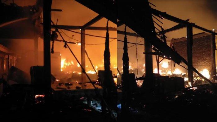 Kebakaran di Pasar Kepoh Kabupaten Bojonegoro, Ratusan Lapak Kayu Milik Pedagang Ludes Terbakar
