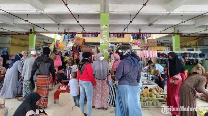 Meski Jadi Klaster Penyebaran Covid-19, Pasar Tetap Ramai DidatangiWarga Sampang Tak Pakai Masker