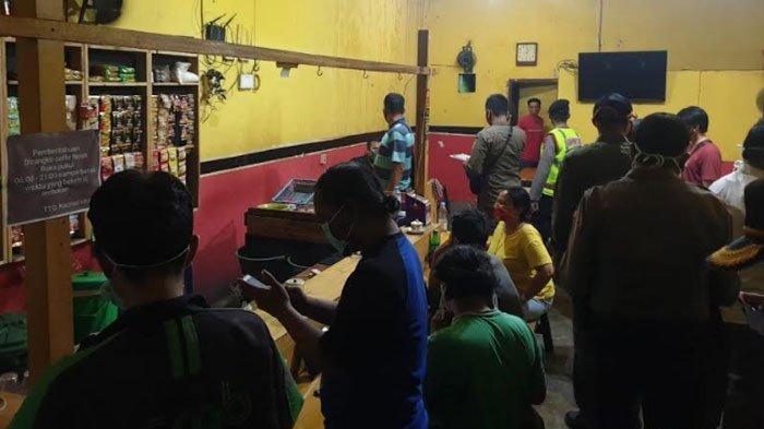 PSBB Surabaya Raya Tahap II, Masih Ada Saja Warga Nekat Berkumpul di Warung Kopi saat Jam Malam