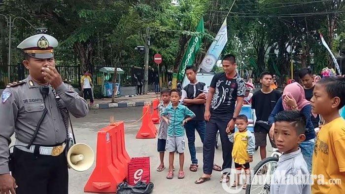 Satlantas Polres Pamekasan Mendadak Datangi Pengunjung CFD di Arek Lancor, Beri Pesan ini pada Warga