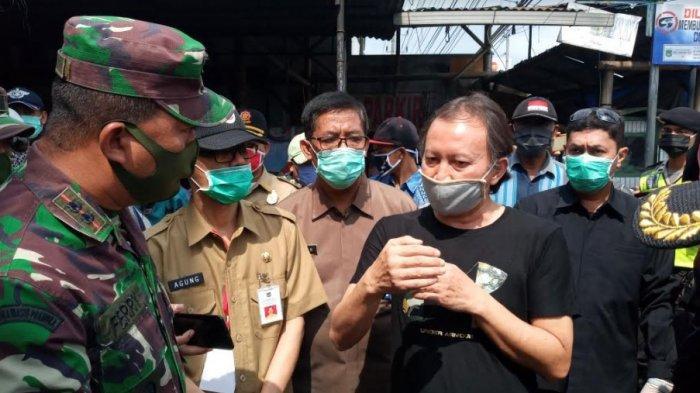 Hari Pertama PSBB Malang Raya, Pedagang Pasar Singosari Tetap Berjualan, Cari Nafkah Jelang Lebaran