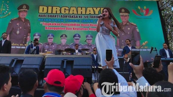 Banyak Jaksa di Jatim Mengidolakan Pedangdut Nella Kharisma, Dibalas Lagu Korban Janji & Pamer Bojo