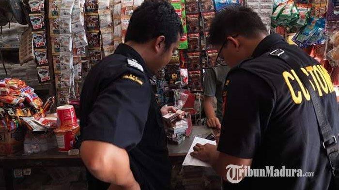 Antisipasi Penjualan Rokok Ilegal, Bea Cukai Madura Monitoring Harga Transaksi Pasar di Pamekasan