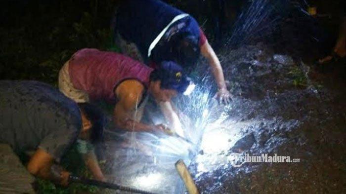 Air PDAM Tak Mengalir, Warga Tiga RT di Mojokerto Sambat, Terpaksa Numpang Minta Air Sumur Tetangga