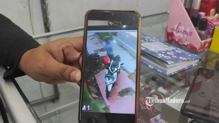 Lupa Cabut Kunci, Pengunjung Toko Pakaian Kemalingan, Motornya Dicuri Dua Maling, CCTV Jadi Bukti