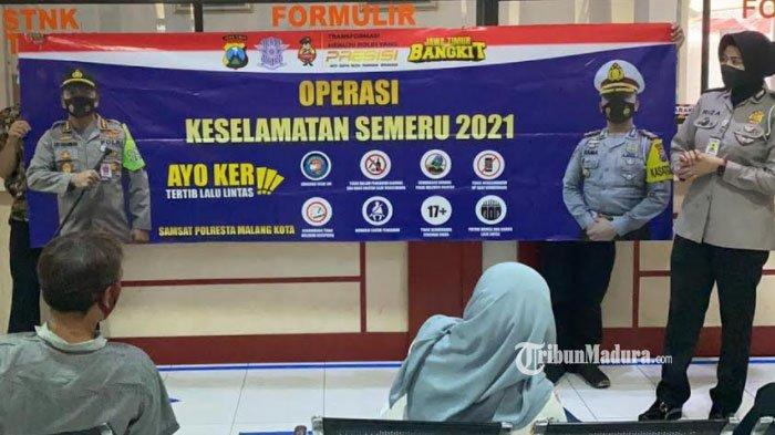Pelaksanaan kegiatan sosialisasi Operasi Keselamatan Semeru 2021 yang dilaksanakan di Samsat Kota Malang, Sabtu (17/4/2021).