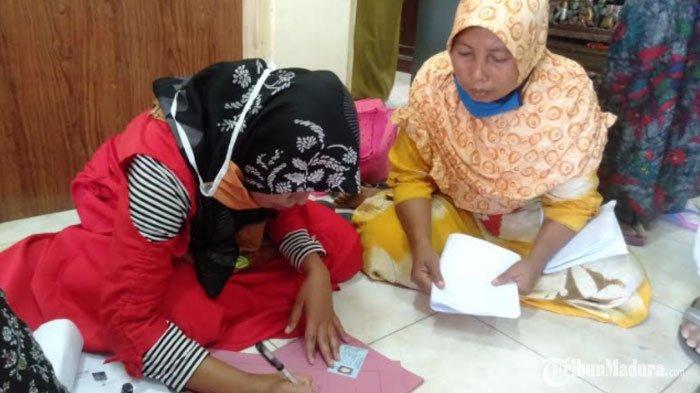 2.304 PelakuUMKMdi Sampang Madura Terima DanaBantuan Langsung Tunai ( BLT ) Sebesar Rp 2.4 Juta