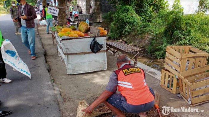 Mayoritas Pelanggar Protokol Kesehatandi Kota Kediri Pilih Sanksi Sosial Menyapu Jalan