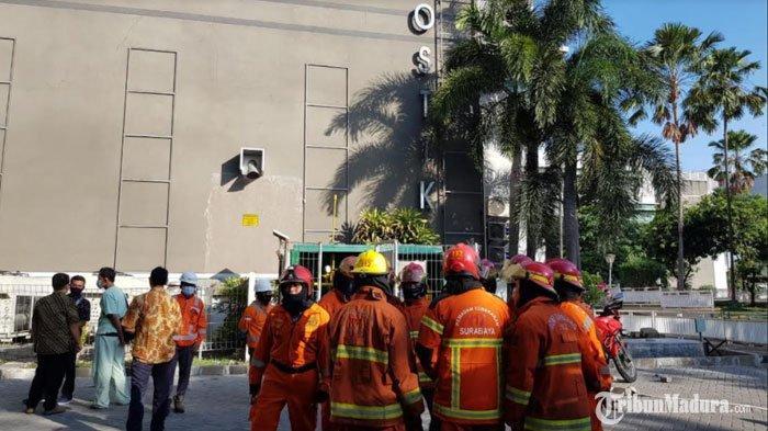 Pemadaman kebakaran diRSUD Dr Soetomo Surabaya, Senin (14/9/2020).