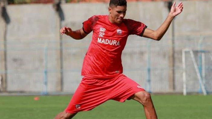Miliki Postur Tubuh Tinggi, Pelatih Madura United Berharap Robert Junior Punya Skil Mumpuni