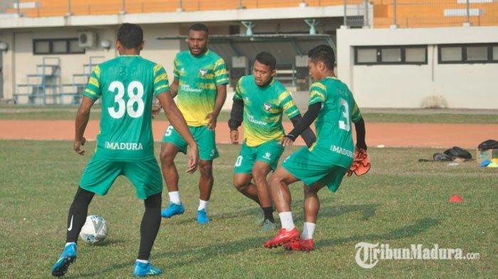 Siap Tantang Persis Solo, Madura FC Boyong Boyong 21 Pemainnya, Pelatih Ungkap Kondisi Pemain