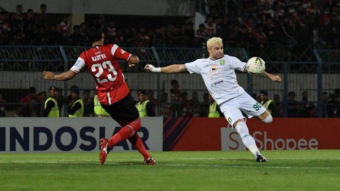BREAKING NEWS - Persebaya Hancurkan Madura United dalam Derby Suramadu di Stadion Gelora Bangkalan