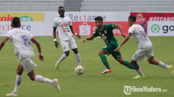 Dominasi Kekuatan Persebaya Bawa Unggul Sementara 2-0 Atas Arema FC, Lini Tengah Faktor Utama