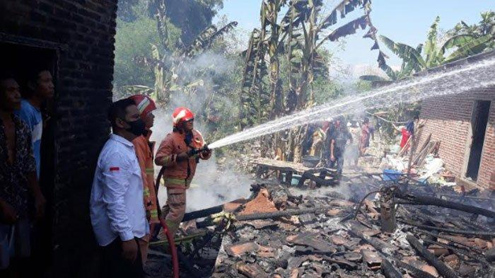 Ditinggal Pemilik Ambil Bantuan Sosial, Dua Rumah Warga Kedamean Gresik Terbakar, 1 Sapi Terpanggang