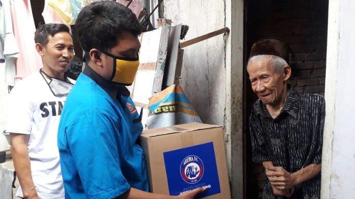 Arema FC Gelar Aksi Sosial saat Virus Corona, Bagikan Ratusan Sembako ke WargaTerdampakCovid-19