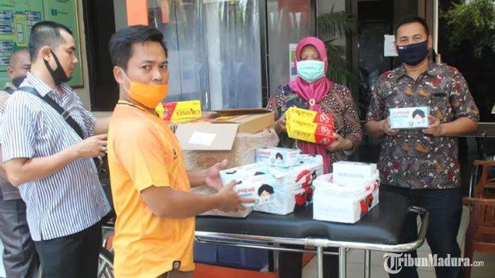 Tenaga Kesehatan RSUDDr H Moh Anwar Sumenep Dapat BantuanMasker dan Vitamin dariSaid Abdullah