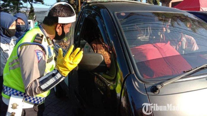 Hari Pertama PSBB Malang Raya, Kendaraan Plat Nomor Luar Kota Melintas di Check Point Graha Kencana