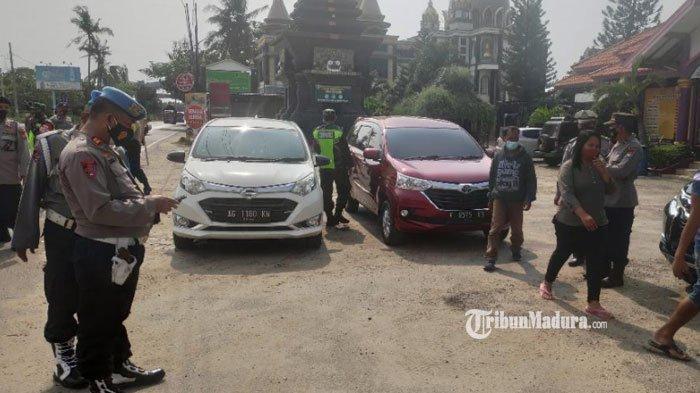Akses Masuk Wilayah Jatim Diperketat, Sejumlah Personel Kepolisian Disiagakan di Jalur Pantura Tuban